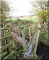 SE6077 : Footbridge over Holbeck by Gordon Hatton