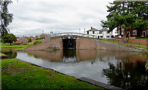 SO8171 : Wide lock at Stourport in Worcestershire by Roger  Kidd