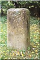 SU2787 : Old Milestone in Compton Beauchamp by A Rosevear