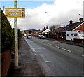 SJ3156 : AA Alternative Route sign, Cefn-y-bedd, Flintshire by Jaggery