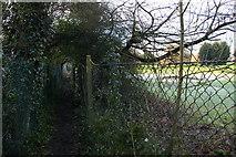 TQ1687 : Public footpath 60 beside golf course by Christopher Hilton