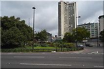 TQ2880 : London Hilton on Park Lane by N Chadwick