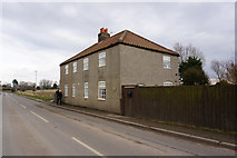 TA0912 : Cottages on the B1211 at Croxton by Ian S