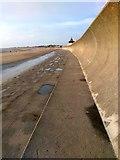ST3049 : Sea Wall at Burnham-on-Sea by PAUL FARMER