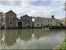 ST7565 : Buildings beside the Kennet and Avon Canal by don cload