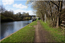 SE2519 : Calder & Hebble Navigation towards Canal Head by Ian S