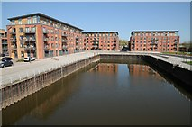 SO8453 : Old Oil Basin and apartments at Diglis by Philip Halling