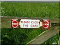 SK6613 : Please close the gate by Alan Murray-Rust