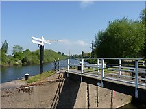 SO8453 : River Severn at Diglis locks by Jeff Gogarty