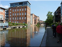 SO8554 : Looking up the Worcester - Birmingham Canal by Jeff Gogarty