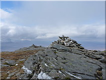 NN3240 : Cairns at 1000m on the West top of Beinn an Dòthaidh by Richard Law