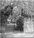 TG2309 : The Secret Garden – Bishopgate/Tabernacle Road by Evelyn Simak