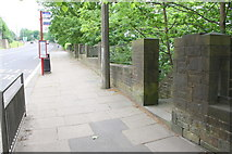 SE0724 : Entrance to descending steps from Rochdale Road by Roger Templeman