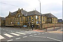 SE0724 : Warley Road Primary School at Warley Road / Harewood Place junction by Roger Templeman