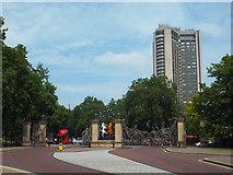 TQ2879 : Queen Mother Gates, Hyde Park by Malc McDonald