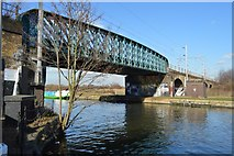 TQ3587 : Railway viaduct over the River Lea by N Chadwick