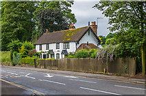SU9948 : Park Cottages by Ian Capper