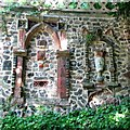 """TG2208 : The Plantation Garden - Cosseyware in """"medieval wall"""" by Evelyn Simak"""