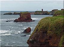 NT6779 : Rocky shoreline near Dunbar by Mat Fascione