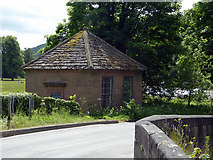 SK3057 : Disused cottage by the River Derwent by John Lucas