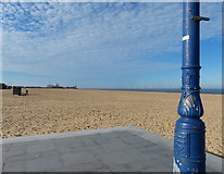 TG5307 : The Jetty and the Beach at Great Yarmouth by Mat Fascione