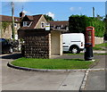 SO6000 : Stone bus shelter in Alvington by Jaggery