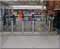 SU4766 : Open barriers, closed station, Newbury by Jaggery