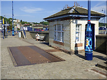NS0864 : Rothesay harbour weighbridge by Thomas Nugent