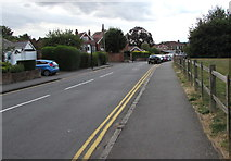 SP2871 : West along Forrest Road, Kenilworth by Jaggery