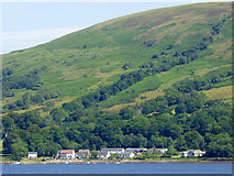 NS0473 : Houses by the Kyles of Bute by Thomas Nugent