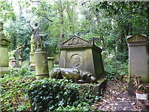 TQ2887 : The memorial to Tom Sayers in Highgate Cemetery by Marathon