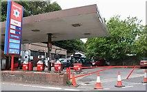 SU6128 : Petrol station on the A272, Bramdean by David Howard