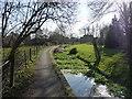 SU7507 : Footpath Westbourne by Chris Gunns
