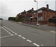 ST3091 : Detached houses, Wavell Drive, Malpas, Newport by Jaggery