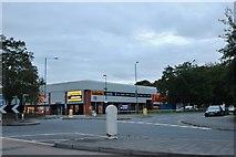 SU1584 : Halford's on Fleming Way, Swindon by David Howard