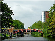 SK5803 : Grand Union Canal in Leicester by Roger  Kidd