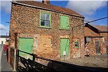 SE7811 : Farm Buildings on Main Street, Ealand by Ian S