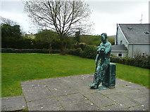 Q5901 : Statue of Tom Crean, Anascaul by Humphrey Bolton