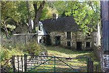 SO1506 : Derelict Fountain Inn, Troedrhiwgwair by M J Roscoe