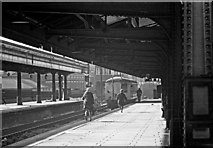 SP0687 : Snow Hill Station (GWR) - running for the train by Martin Tester