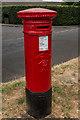TQ1758 : Victorian postbox by Ian Capper