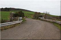 NS2052 : Railway bridge on Reservoir Road by Thomas Nugent