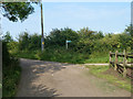 TQ4058 : Footpath junction on Norheads Lane by Robin Webster