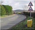 SO8110 : Yellow grit bin alongside two warning signs, Haresfield by Jaggery
