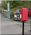 SM9515 : Queen Elizabeth II postbox near Haverfordwest railway station by Jaggery