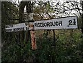 SE7479 : Old Direction Sign - Signpost by Milestone Society