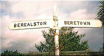 SX4563 : Old Direction Sign - Signpost by Milestone Society