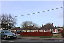SP4913 : Bungalows on Oxford Road, Kidlington by David Howard