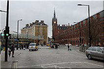 TQ3083 : Pancras Road approaching the Great Northern Hotel by Mark Anderson
