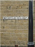 SJ9995 : Old Direction Sign - Signpost by Milestone Society